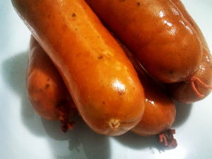 Salsicha levemente defumada